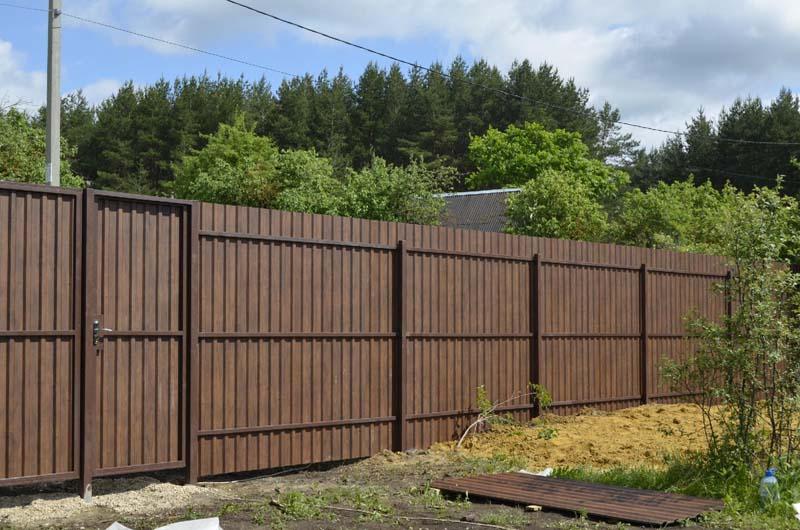 Забор из профлиста установка заборов в томске
