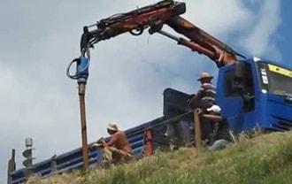 Фундамент из винтовых свай на склоне возводится специалистами завода винтовых свай АС-ВинтБур.