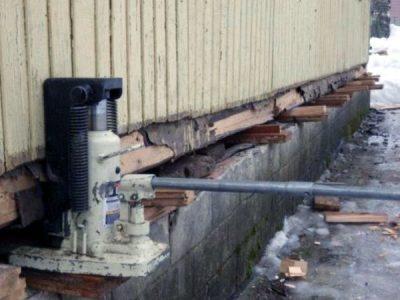 Подъем домов домкратом, реконструкция фундаментов и ремонт.
