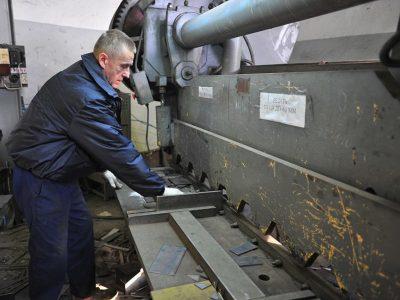 Резка металла гильотиной в Томске по низким ценам, в короткие сроки, качественно. АС-ВинтБур.