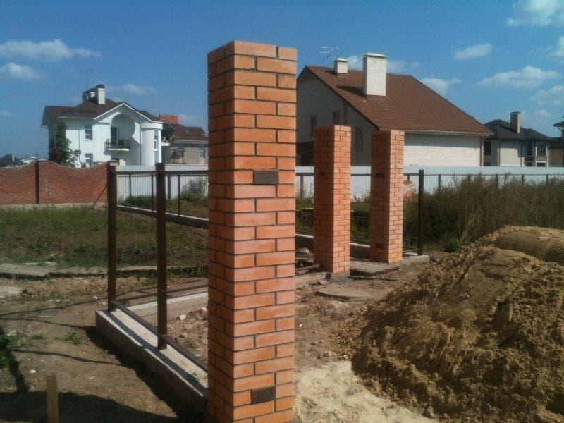 Заборы в Томске по доступным ценам, кирпичные столбы, строительство заборов и ограждений с гарантией, полный спектр услуг!